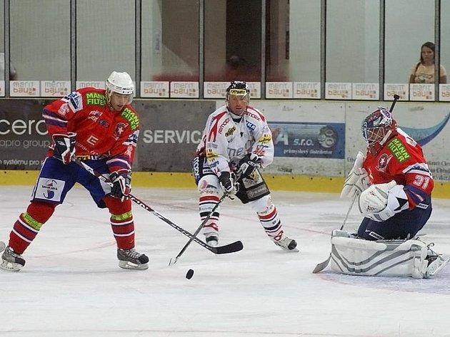 Z přípravného hokejového utkání HC Chrudim - Horácká Slavia Třebíč 2:2.