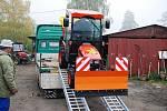 Díky novému víceúčelovému traktoru už by sníh neměl Třemošnické zaskočit.