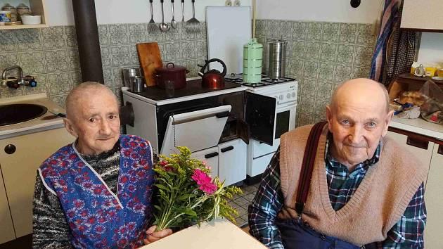 Manželé Zdeňka a Josef Kábelovi v úterý oslavili úctyhodné 70. výročí svatby.