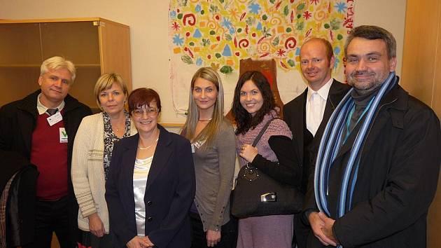 Návštěva u europoslankyně Zuzany Brzobohaté (třezí zleva), vpravo člen EHSV Roman Haken a vedle něj Roman Málek