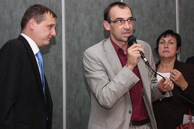 Ministra Vít Bárta jednal na královéhradeckém a pardubickém hejtmanství, poté návštěvu východních Čech ukončil veřejnou debatou na chrudimské radnici.