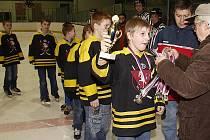 Hlinečtí elévové oslavili stříbrnou příčku v krajké hokejové soutěži.