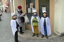 Tři králové letos na obchůzce v Chrudimi.