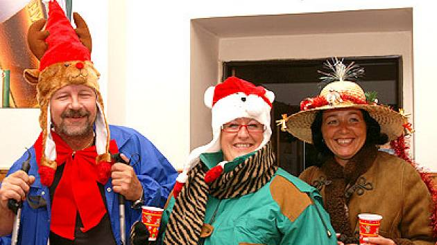 Oslavit Vánoce netradičně v létě 24. srpna se rozhodli obyvatelé obce Topol.