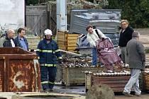 Smrtelný pracovní úraz dělníka v provozovně v Hrochově Týnci.