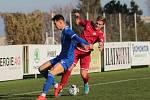 Hladká výhra. Na vítězství 3:0 se třetím gólem v sezoně podílel i Ladislav Mužík (v červeném).