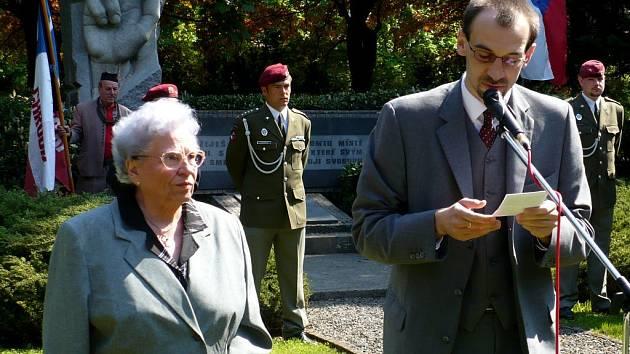 Uctění památky obětí 2.světové války u pomníku Přísaha v Chrudimi