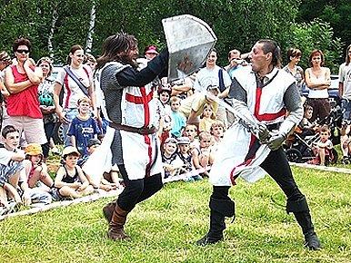 V doprovodném programu se představili také rytíři.
