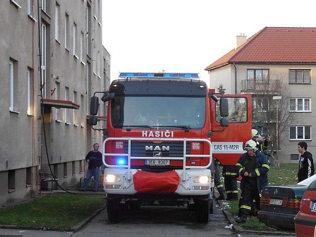 Požár bytu v Hrochově Týnci.