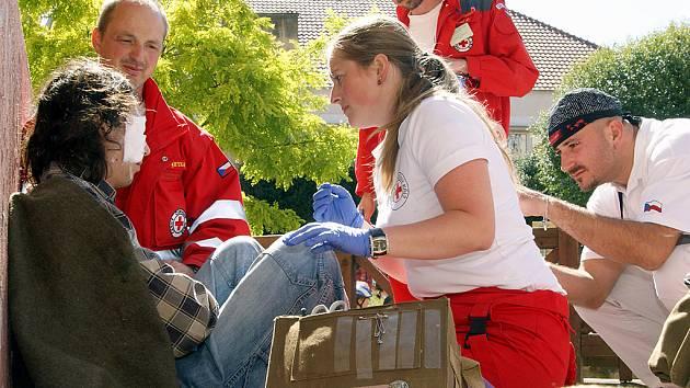 Denní etapa republikové soutěže zdravotnických družstev Humanitárních jednotek Českého červeného kříže (ČČK) a družstev Juniorů ČČK proběhla v sobotu v Chrudimi.