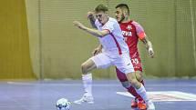 Spasitel Drozd. Dva góly Davida Drozda (v bílém) rozhodly o prvním semifinálovém bodu pro Chrudim.