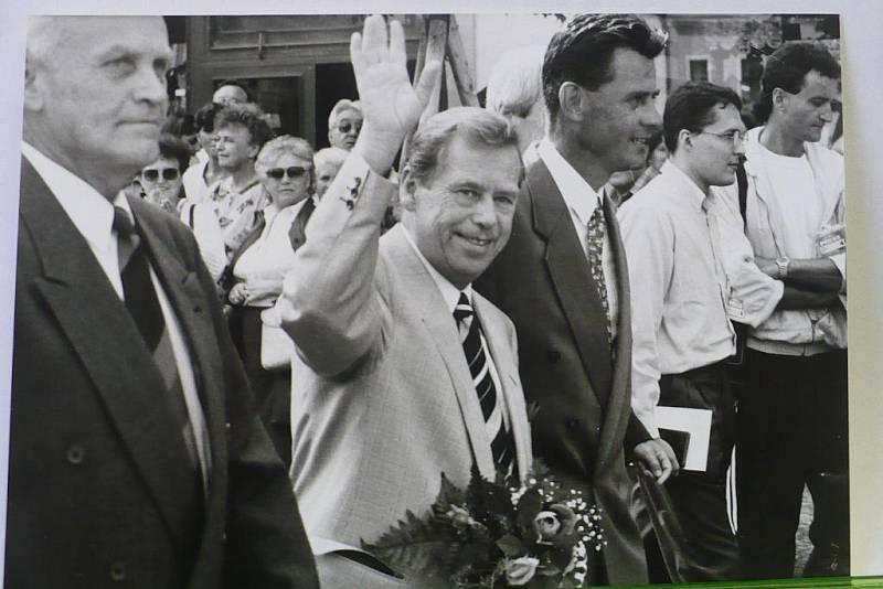 Václav Havel při návštěvě Chrudimi v roce 1996.