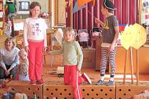 Děti z mateřinky v Mladoňovicích během zkoušky.