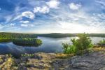 LÉTO. Čtyři roční období na známé vyhlídce Sečské přehrady byly fotografovány za velmi specifických podmínek - hodinu před západem slunce s typickým zabarvením a typickou oblačností pro dané období. Proto projekt trval tři roky.