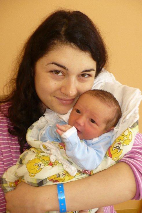 ADAM DVOŘÁK tak pojmenovali 30.7. v 9:35 svého prvního potomka Renata a Andrej z Heřmanova Městce. Vážil 3,72 kg.