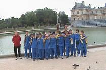 Fotbaloví žáci AFK Chrudim hráli úspěšně v Paříži a viděli zde i řadu pamětihodností.