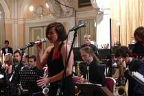 Big band Kyx Orchestra spolu s Komorní filharmonií Pardubice zahrál nejslavnější melodie z filmů Jamese Bonda.