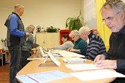 Volební komise zasedla i v budově ZŠ Školní náměstí v Chrudimi.