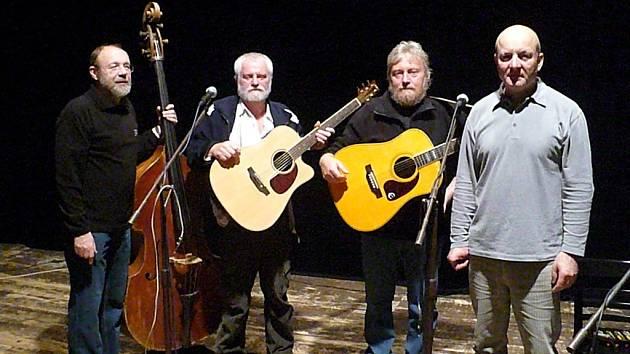 Na Trampském podzimu i letos zahrála skupina Chrpa, která příští rok oslaví již 35 let své existence.