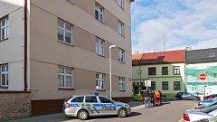Dítě vypadlo z okna, případ šetří policie.