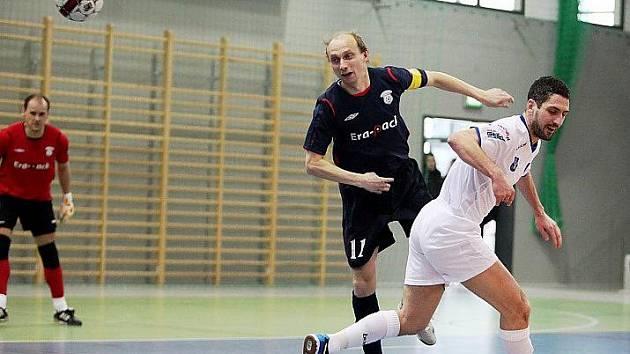 V Olešnici, pro kterou je futsal novým sportem, bylo utkání polského mistra Akademie Pniewy s jeho českým kolegou Era–Packem Chrudim (3:3) velkou atrakcí.