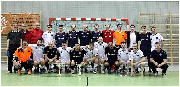 Český mistr Era-Pack Chrudim a polský mistr Akademie Pniewy před přátelským utkáním vOlešnici.