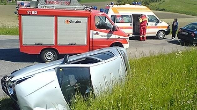 Nehoda na křižovatce nedaleko Tří Bubnů.