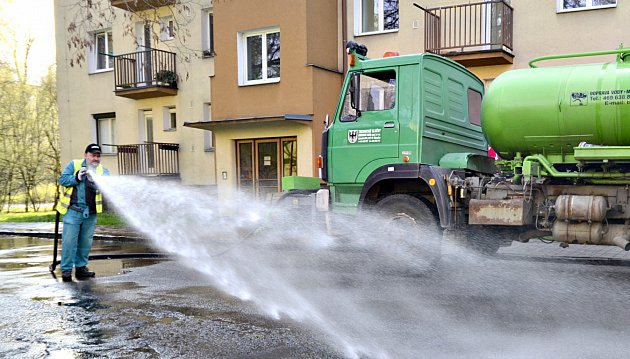 Jarní čištění ulic začíná.