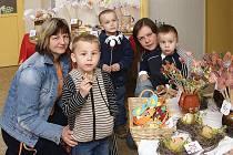 Velikonoční jarmark uspořádala mateřská školka v ulici Strojařů v Chrudimi.
