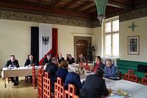 Vedení města Chrudimi se sešlo v Přednáškovém sále muzea se senátory a poslanci za Pardubický kraj.