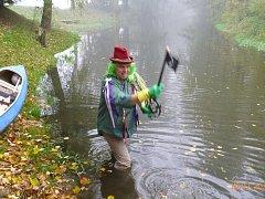 Ronovští vodáci symbolicky zamkli řeku Doubravu.