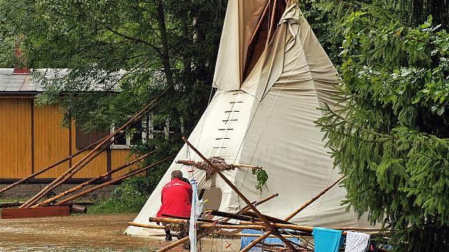 EVAKUOVANÝ DĚTSKÝ TÁBOR. V Šiškovicích byl evakuován dětský tábor.