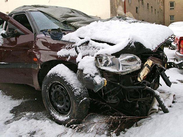 Auto bylo po nehodě zcela zdemolováno.
