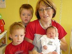 MICHAELA ROUŠAROVÁ (3,4 kg a 51 cm). Dvouletý Fanoušek a čtyřletý Bohoušek se 7.10. v 11:32 dočkali sestřičky. Pořídili jim ji rodiče Michaela a Bohumil Roušarovi z Chrudimi.