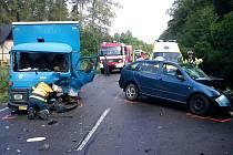 Na silnici I/37 nad Skalkou se střetl osobní automobil s nákladním Avií.