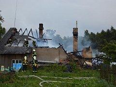 Blesk způsobil požár domu v Hodoníně na Chrudimsku.