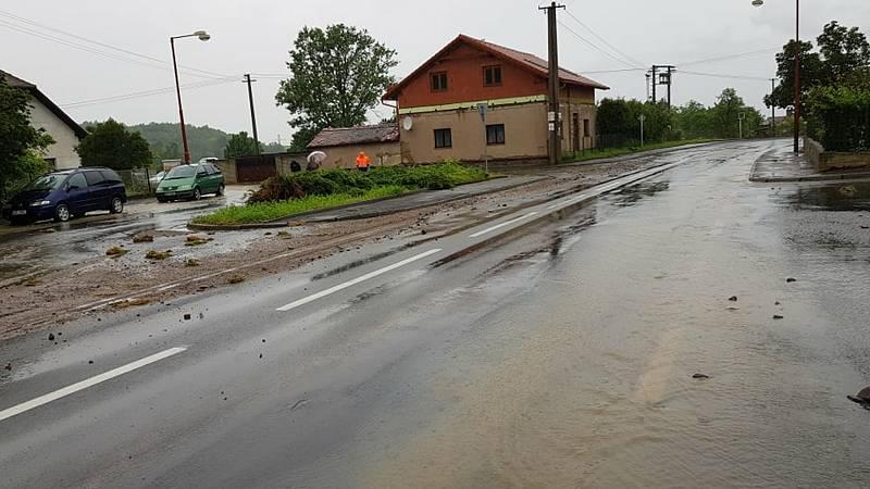 Vápenný Podol pod vodou. Evakuace obyvatel zatím není nutná.