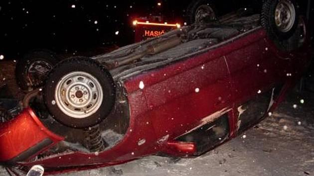 Ve 4.30 hodin zasahovali chrudimští hasiči u nehody v Markovicích.