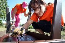 Dobrovolníci Skupiny ČEZ pomáhají ve Slatiňanech.