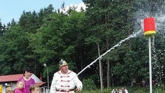 Z oslav 625. výročí od založení obce Žlebské Chvalovice.