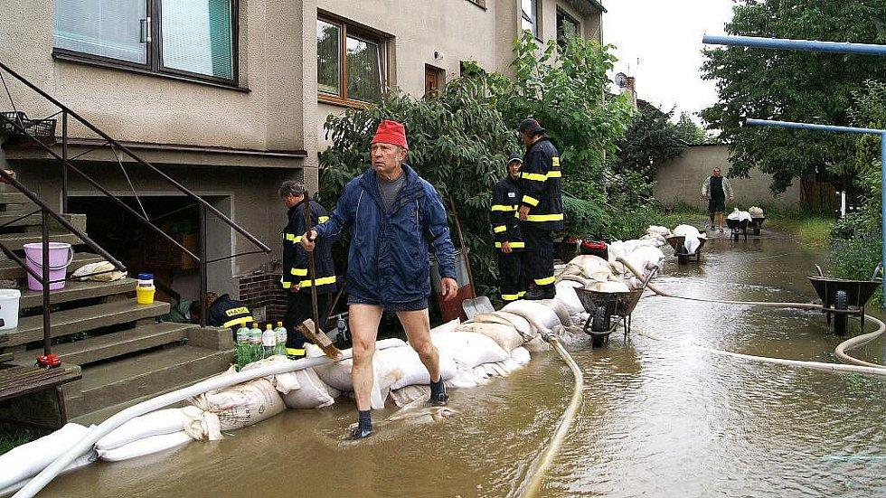 V Řestokách  bojují s velkou vodou.