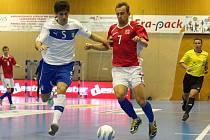 Čeští futsalisté (v červeném) prohráli přátelské mezistátní utkání s Itálií v Chrudimi 2:4.