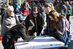 O vyplnění pocitové mapy byl při Dni země na Resselově náměstí velký zájem.