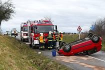 Nehoda na silnici mezi Chrudimí a Vlčnovem.