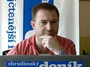 Primář David Kasal odpovídá při on-line rozhovoru čtenářům Chrudimského deníku.
