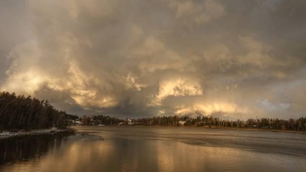 Orkán byl k lidem na Chrudimsku milosrdný a navíc poskytl nádherné obrazy na nebi tvořené mraky, ale i duhou.