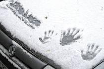 První sněhové vločky se snesly na Hlinsko ve středu 14. října 2009.