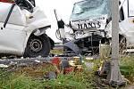 K tagédii došlo přesně v místě, kde ještě najdete pomníček po nedávné smrtelné nehodě motorkáře.