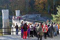 Povodí Labe uspořádalo den otevřených dveří ke stoletému výročí Pařížovské přehrady. Vodní dílo na řece Doubravě si přišlo prohlédnout přes tisíc lidí!