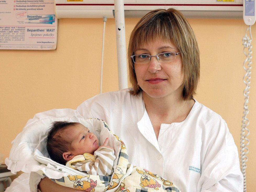 Hanička Pavlíková se narodila čtvrt hodiny po osmé večerní. Měřila 48 cm a vážila 3, 17 kg.